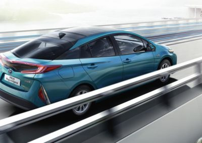 toyota-prius-plug-in-2016-gallery-03-full_tcm-20-1685336
