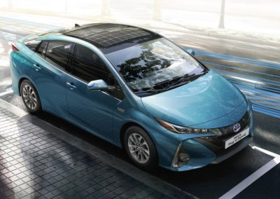 toyota-prius-plug-in-2016-gallery-04-full_tcm-20-1685339