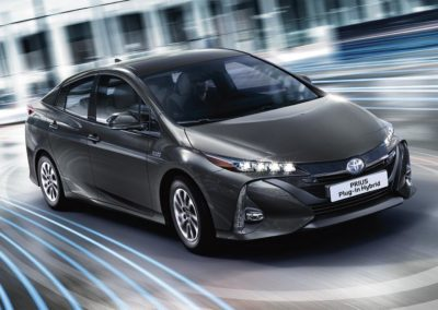 toyota-prius-plug-in-2016-gallery-05-full_tcm-20-1685342