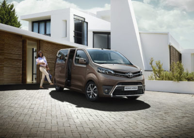 toyota-proace-verso-2016-exterior-tme-003-a-full_tcm-20-697784