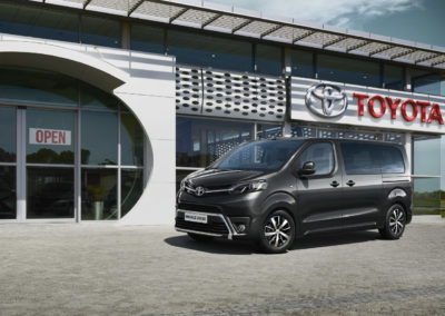 toyota-proace-verso-2016-exterior-tme-004-a-full_tcm-20-697786